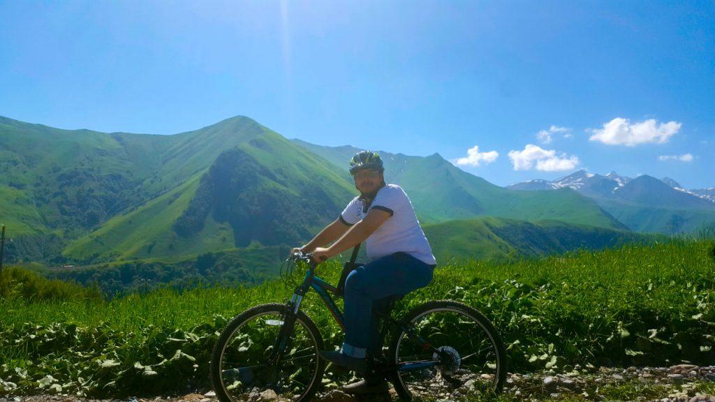 ولن أفوت أبداً فرصة قيادة الدراجة في هذه الجنة الخلابة