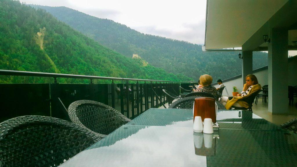 مطعم الفندق في الهواء الطلق والأجواء الجميلة