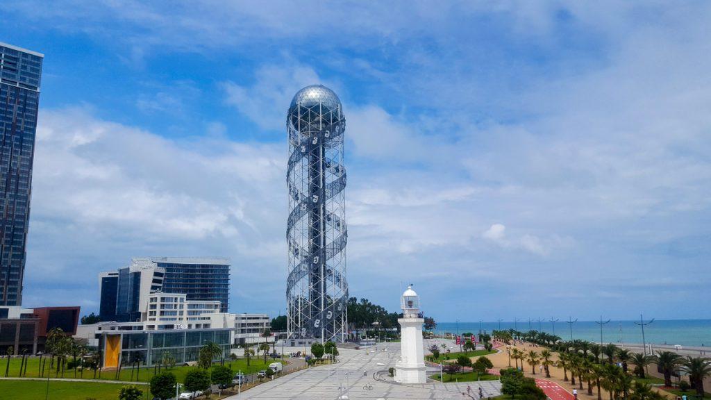 برج الأبجدية الشهير على ساحل البحر الأسود